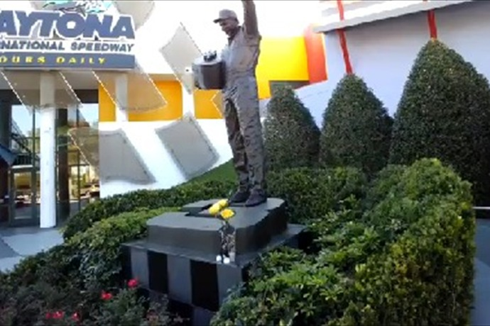 Dale Earnhardt Tribute Statue_1198096970458156696