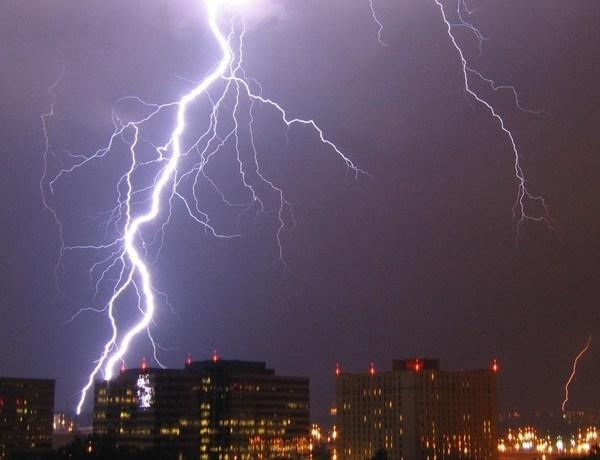 Severe weather lightning_-5583122779325315919
