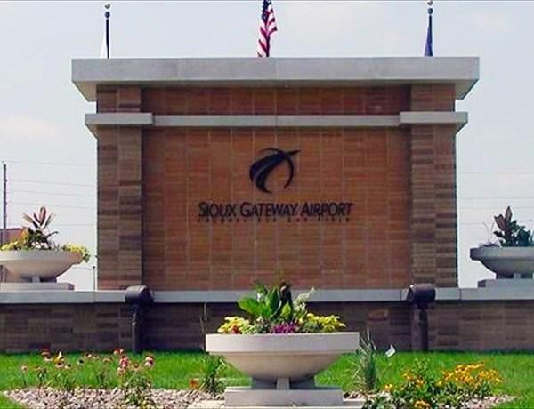Sioux Gateway Airport_-7675205783283940291
