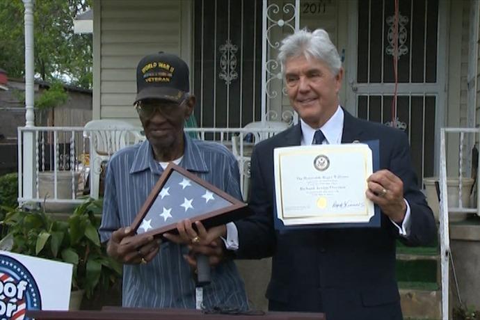 oldest veteran honored_-5951163710026134980