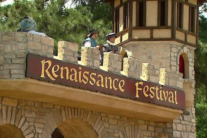 renaissance fair robbery_-8085744361407101041