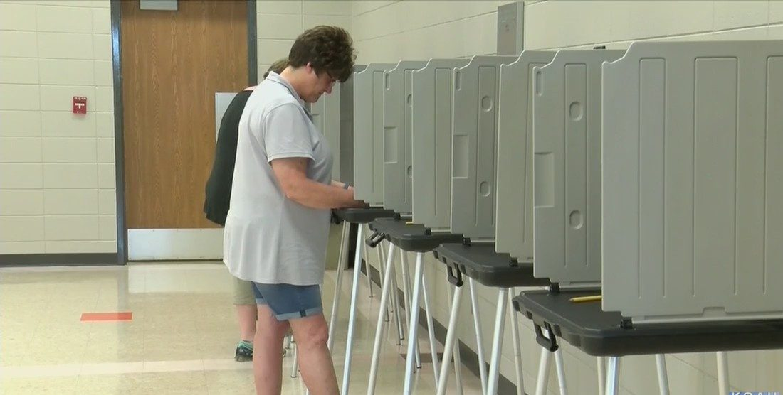 Judge blocks Iowa voter I.D. law