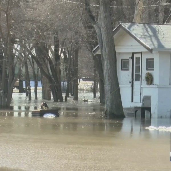 Hawarden Prepares For Rising Waters