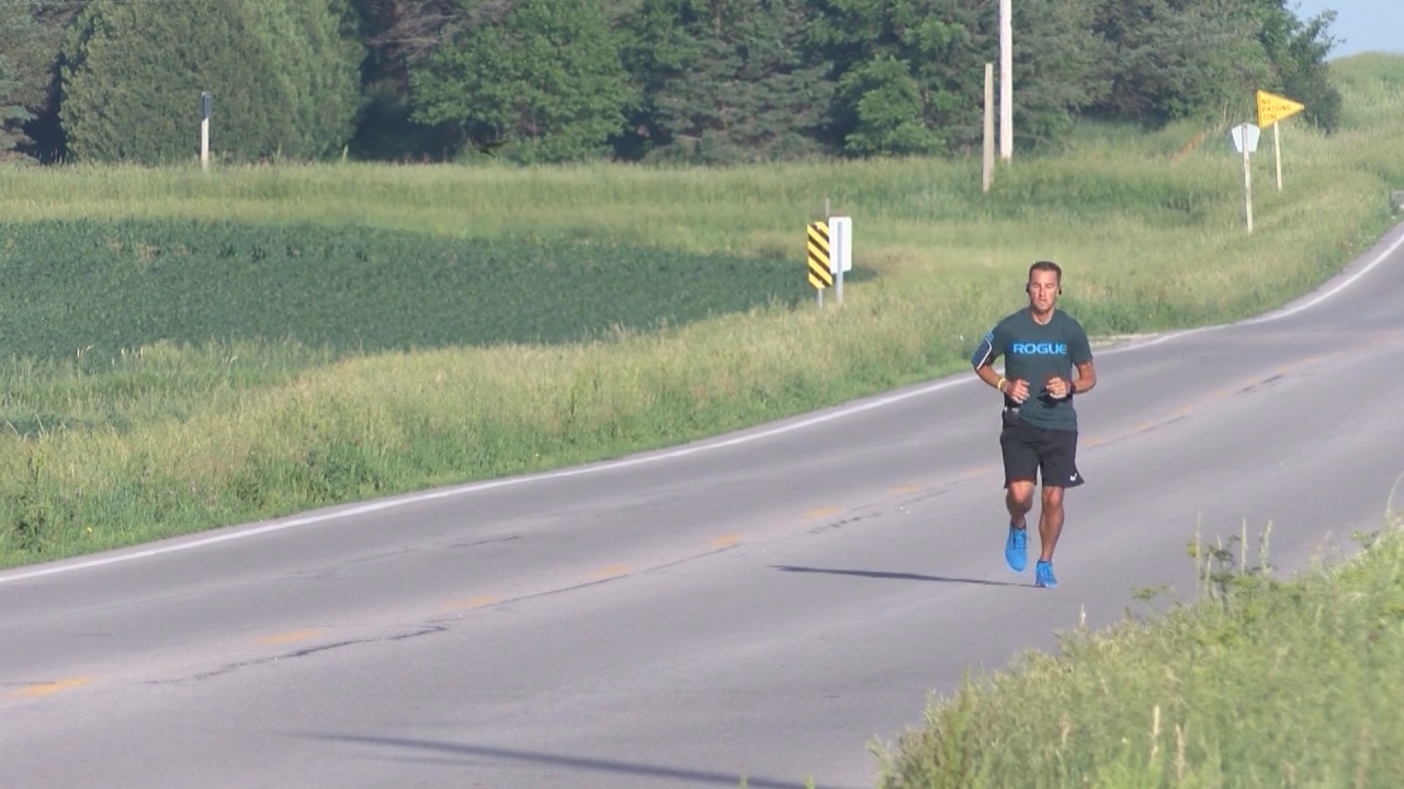 Iowa corrections officer finishes 339-mile run across Iowa to honor two lost colleagues